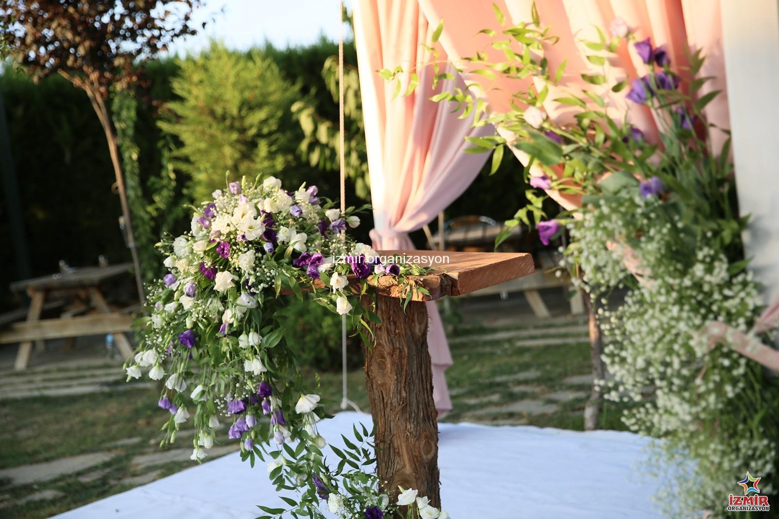 Nikah Kürsüsü Yapay Çiçek Süsleme