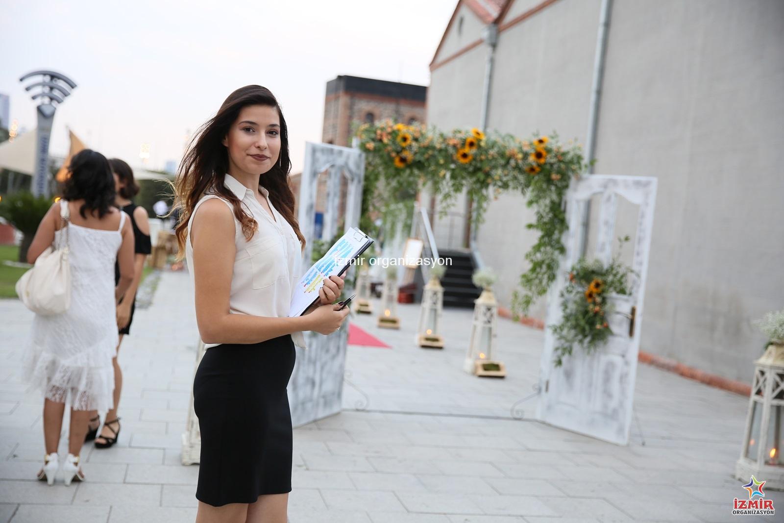 Düğün Organizasyonu Hostes Kiralama İzmir