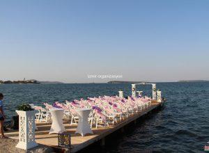 Kuşadası'nda Deniz Temalı Düğün Organizasyonu Sandalye Kiralama ve Süsleme