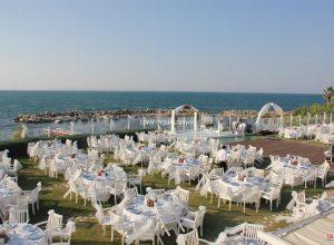 Deniz Kenarında Düğün Organizasyonu ve Deniz Teması ile Mekan Süsleme