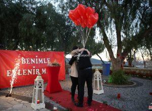 Benimle Evlenir Misin Yazılı Pankart ile Evlilik Teklifi Organizasyonu