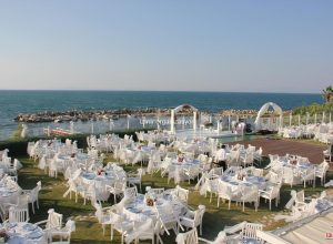 Deniz Kenarında Düğün Organizasyonu Masa Kiralama İzmir