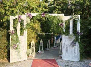 Kır Düğün Organizasyonu Kapı Takı Kiralama ve Çiçek Süsleme