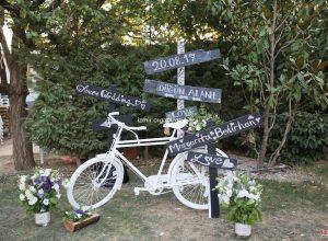 Yönlendirme Tabelası Kiralama ve Dekoratif Bisiklet Temini Düğün Hazırlıkları