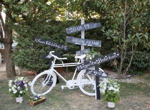 Dekoratif Bisiklet ve Yönlendirme Tabelası İzmir