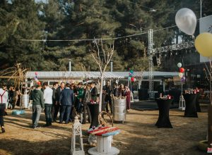 Özel Konseptli Düğün Organizasyonu Bistro Masa Kiralama ve Balon Süsleme