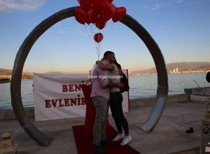 Karşıyaka Yüzük'te Evlenme Teklifi Organizasyonu Uçan Balon Servisi