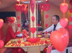 İzmir Teknede Evlilik Yıl Dönümü Organizasyonu