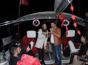 Teknede Arkadaşlarla Yetişkin Doğum Günü Organizasyonu İzmir